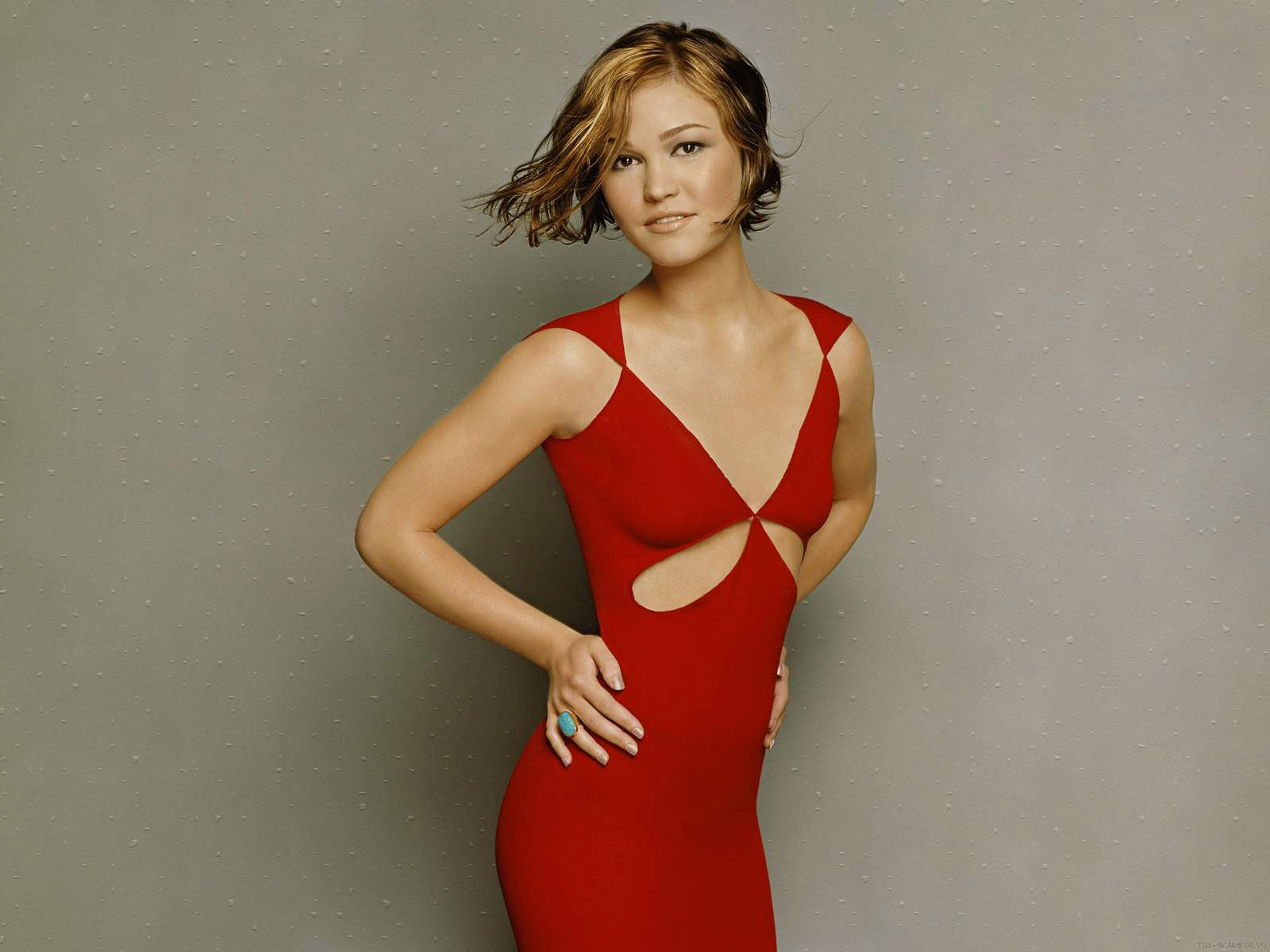julia_stiles-red-dress