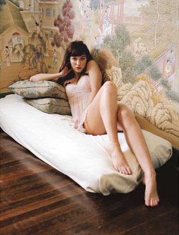 Mary Elizabeth Winstead Hot legs sexy body