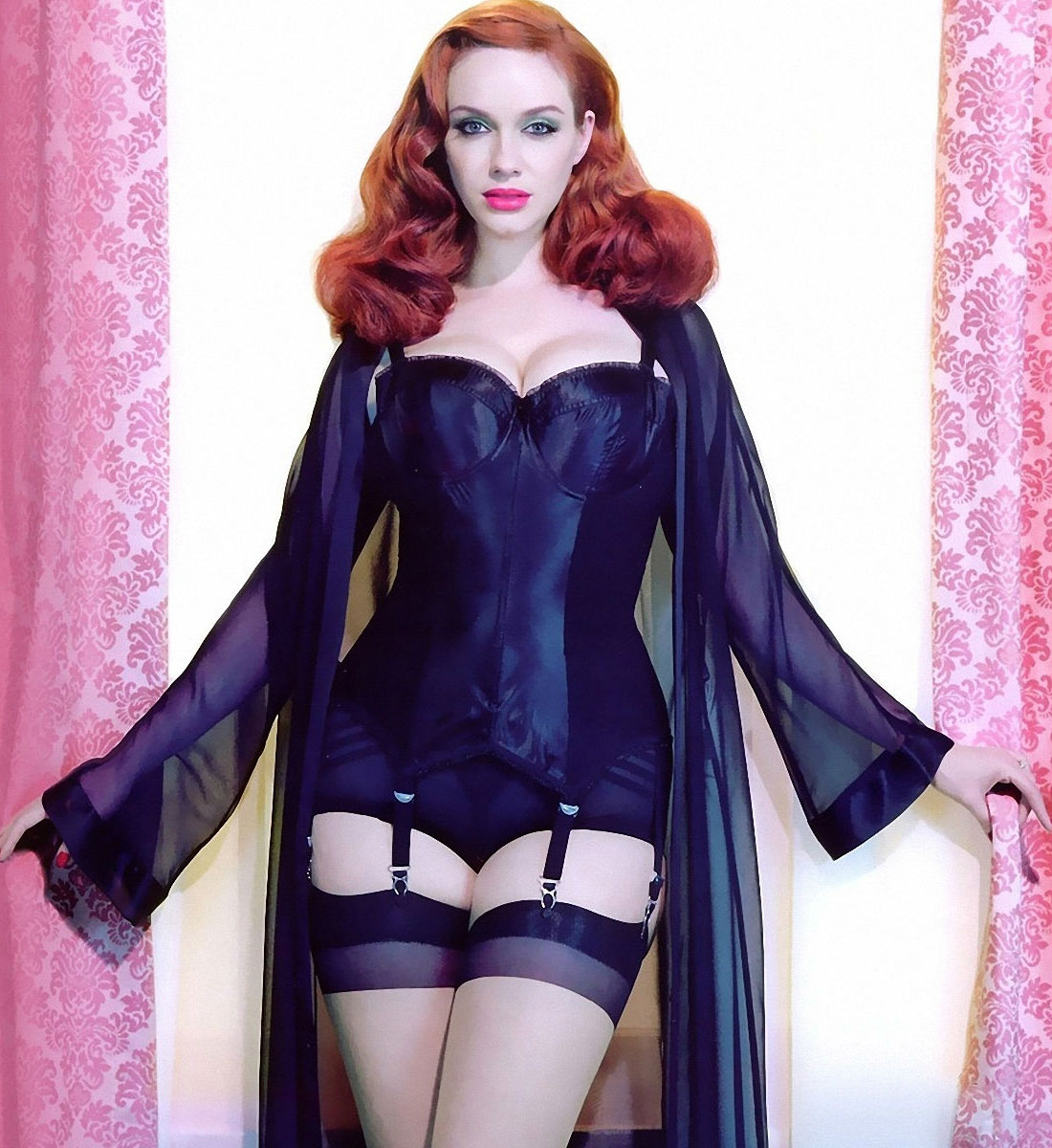 christina-hendricks-hot-lingerie
