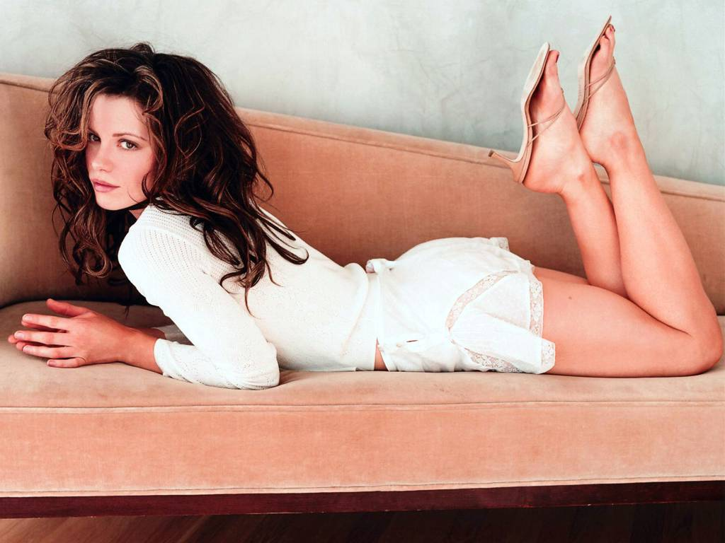 kate beckinsale sexy legs hot