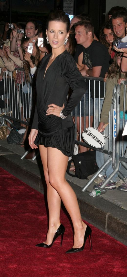 kate_beckinsale_hot-legs
