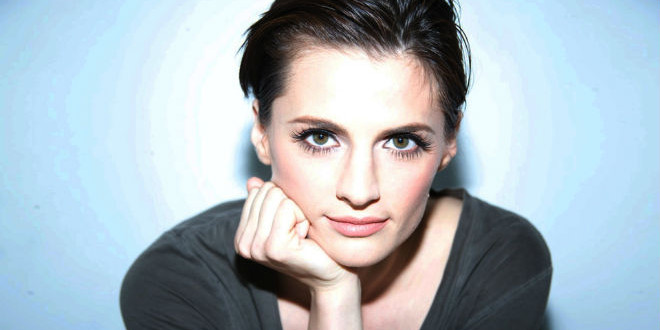 The Daily Looker: Stana Katic