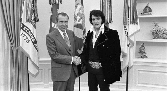 The Daily Retro Pic: Elvis Presley and Richard Nixon Meet at the White House in 1970