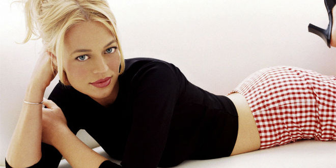 The Daily Looker: Jeri Ryan