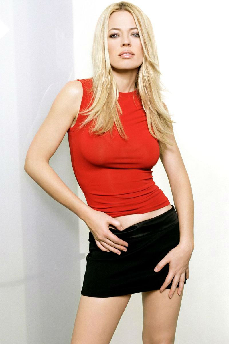 Jeri Ryan red tank top