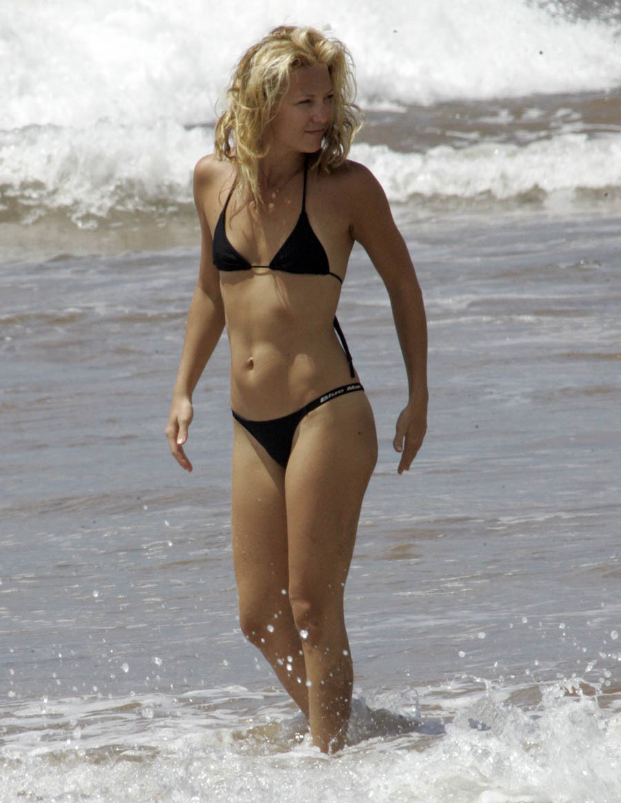 Kate-Hudson-Hot-bikni-beach