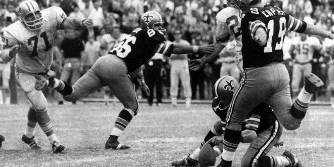 The Daily Retro Pic: Tom Dempsey Kicks a Record 63-Yard Field Goal